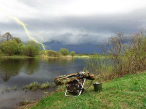 Река во время молнии