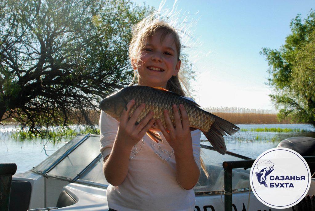 Ребенок с рыбой