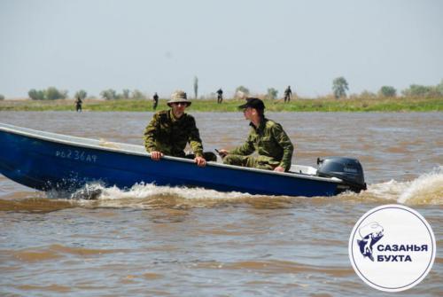 Лодка с рыбаками