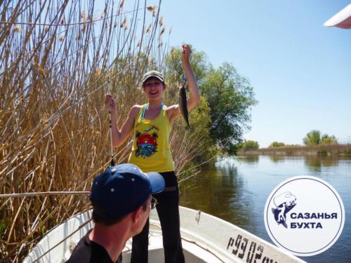 Рыбалка с лодки на астраханских раскатах