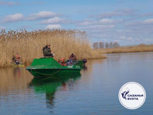 Рыбалка с лодки на раскатах